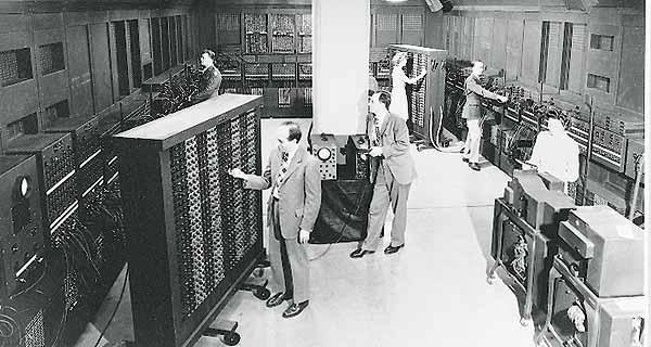 http://www.hnf.de/nl/museum/die-erfindung-des-computers/eniac-der-erste-roehrenrechner-im-massstab-11.html