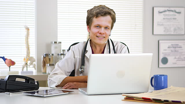 dr. Hoofdwerker is klaar om u te zien